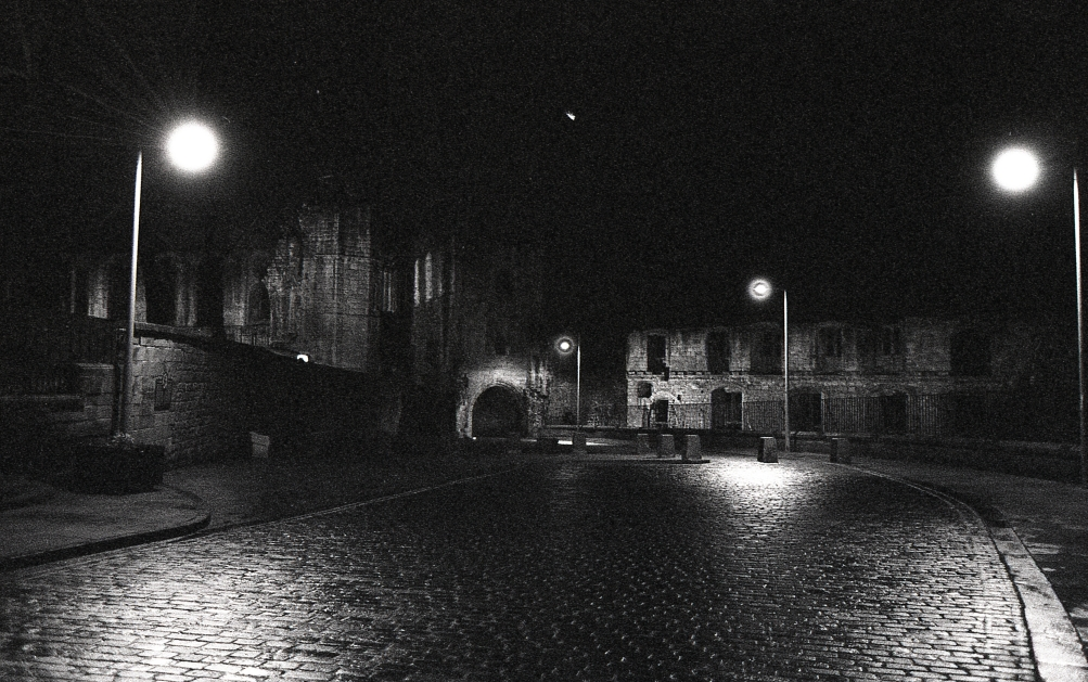 misc_dunf_abbey_night_03.jpg